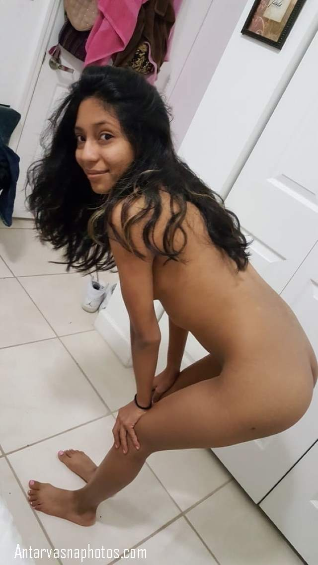 nude sexy college girl