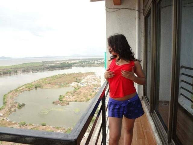 hotel ki balcony me boobs dabati babe
