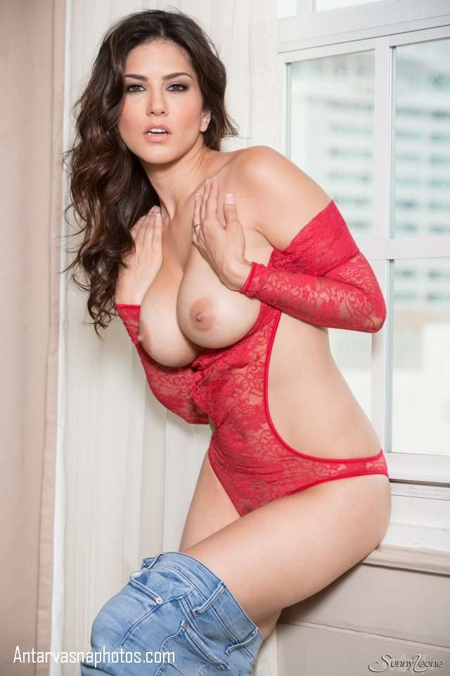 sunny leone ki big boobs hot pose