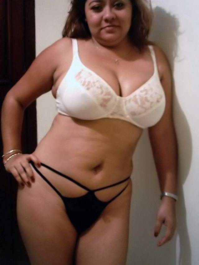 indian aunty huge boobs