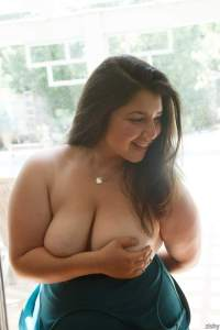 nude chubby bhabhi ki big boobs photo