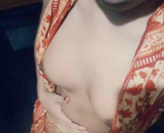 lover ke liye boob selfie