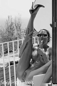 Elizabeth Carson Nude in Amalfi 07