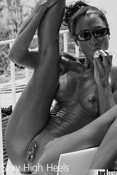 Elizabeth Carson Nude in Amalfi 08