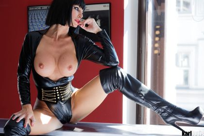 ff_overknees_performance_featured_download