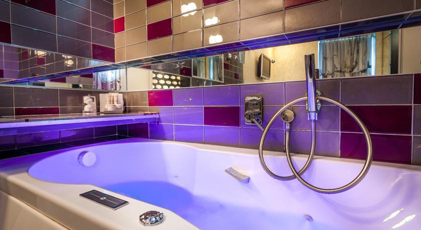 5 hotels romantiques a paris avec baignoire