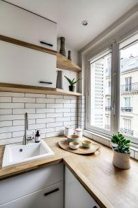 etageres-sur-mesure-dans-la-cuisine-de-l-appartement_5399605