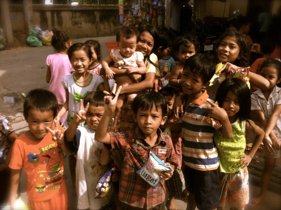Khmer kids are just too cute! Look at the scrunched up face boy in the front! haha