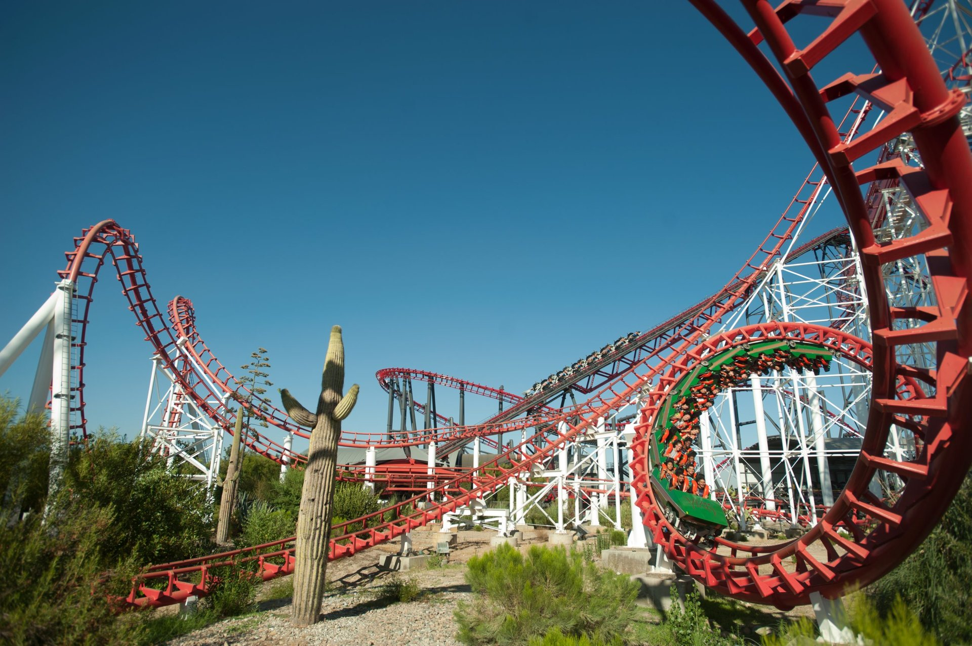 This arrow dynamics 4th dimension roller coaster ope. Viper Six Flags Magic Mountain