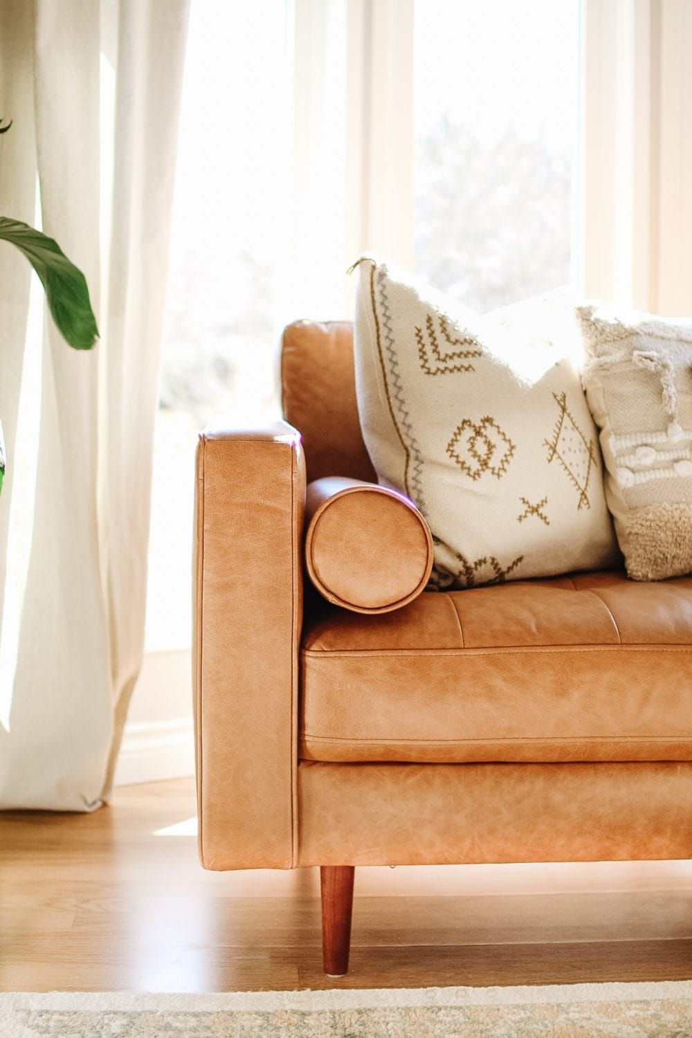 10 pillow combinations for brown couch