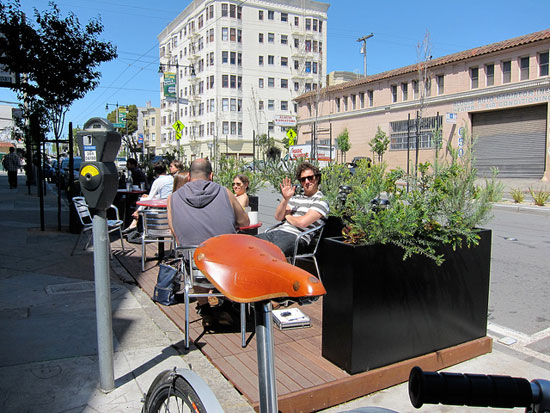 The parklet in front of Mojo Bicycle Cafe. Photo: Matthe Roth