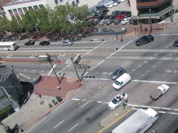 How should this intersection be designed to better accomodate bicyclists?