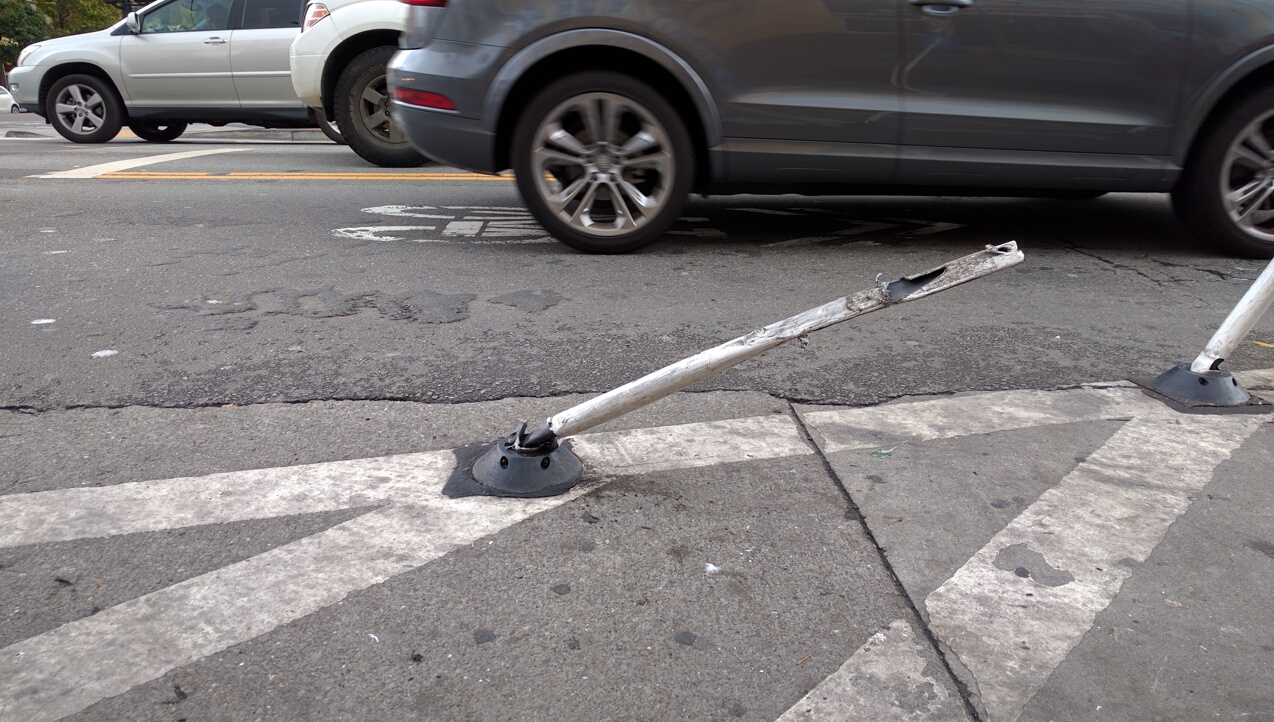 This old, worn out and damaged post was on the opposite side of 15th from SFMTrA's installation. SFMTA has time to remove new posts that aren't authorized, but no time to fix their own busted post. Photo: Streetsblog