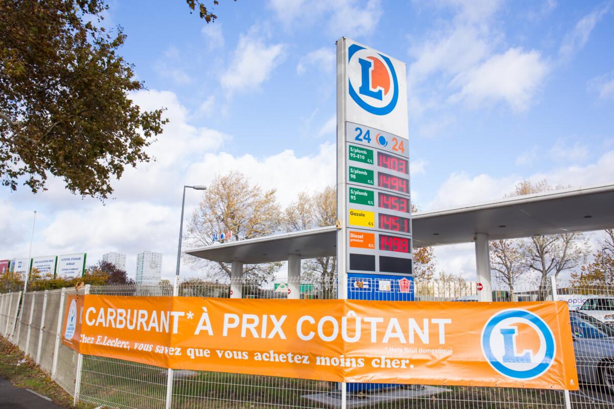 Le prix du litre de gazole a dépassé les 1,50 euros en moyenne (1,5583 au pointage de la semaine du 15 octobre) alors que celui de l'essence. Hhwrk2k6eyg1rm