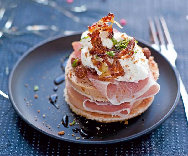 preparez du foie gras accompagne de jambon cru et de chantilly aux speculoos