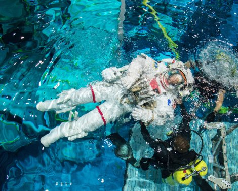 PHOTO DATE: 04-07-16 LOCATION: NBL - Pool Topside SUBJECT: ESA astronaut Thomas Pesquet and Peggy Whitson during INC 49/50 EVA Hardware Review dive training at NBL. PHOTOGRAPHER: BILL STAFFORD