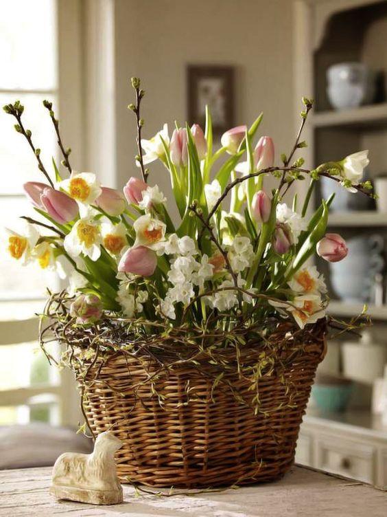 decorarea locuintei cu flori de primavara