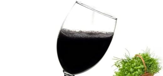 Vin negru cu plante aromate. Reteta stramoseasca pentru stimularea imunitatii