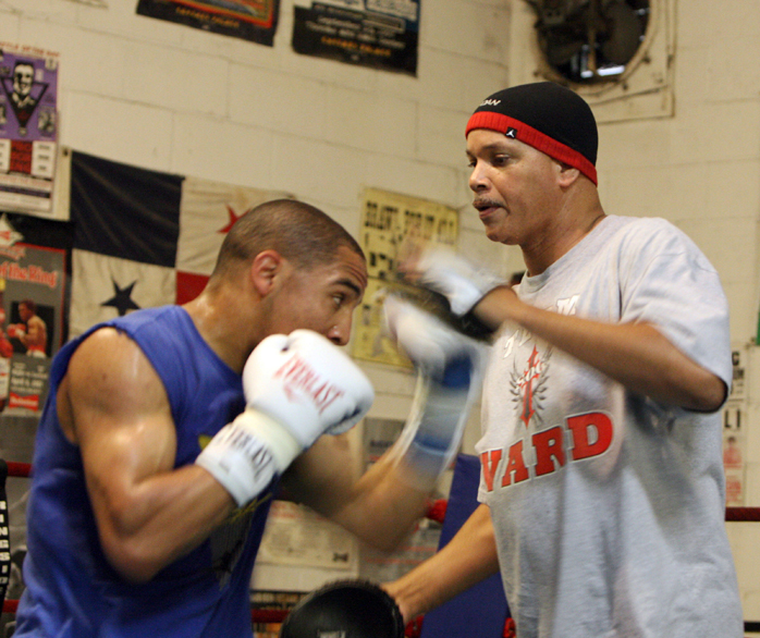 https://i0.wp.com/sfbayview.com/wp-content/uploads/2010/08/Andre-Ward-trainer-Virgil-Hunter-training-with-focus-pads-by-Malaika1.jpg