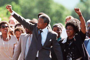 Nelson, Winnie Mandela raise fists on release from Victor Verster Prison 021190 by Alexander Joe, AFP