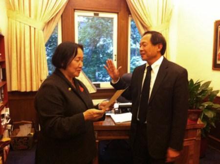 Oakland Mayor Jean Quan swears in Alan S. Yee as port commissioner 052011