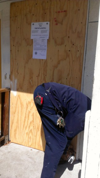 Sabrina Carter's plywood-covered door nailed shut on eviction day 040814 by PNN