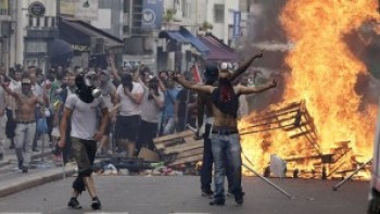 Paris activists clash with police following a ban on pro-Palestinian rallies.