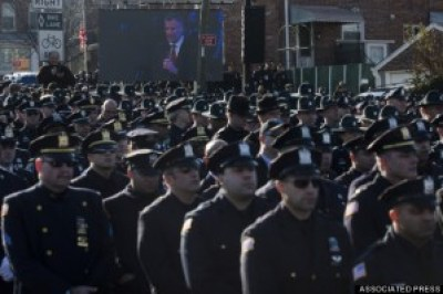 Thousands of NYPD officers turn their backs on the outdoor screen as Mayor Bill de Blasio speaks at the funeral for Officer Rafael Ramos Dec. 27. – Photo: John Minchillo, AP