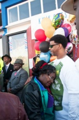 Outside Derrick Jones' barber shop on Nov. 11, 2010, three days after his murder, 200 friends mourned the tragic and senseless loss of their friendly neighborhood barber who looked out for everybody. – Photo: Felix Barrett