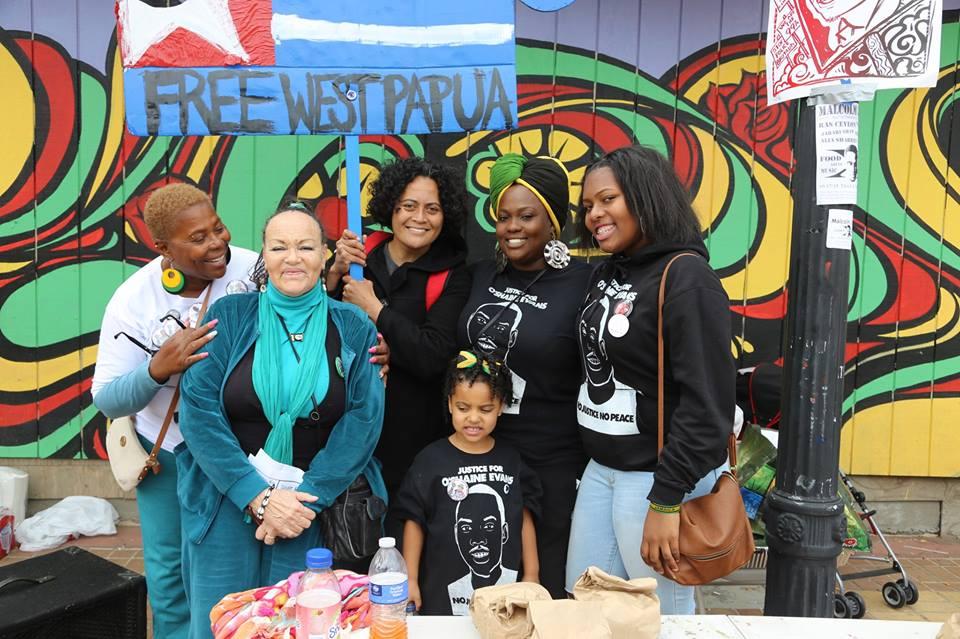 https://i0.wp.com/sfbayview.com/wp-content/uploads/2015/05/Malcolm-X-Day-Angela-Naggie-O%E2%80%99Shaine-Evans%E2%80%99-mom-Mesha-Free-West-Papua-Loa-Niumeitolu-Cadine-Williams-daughter-sister-in-Kenneth-Harding-Plaza-051715.jpg
