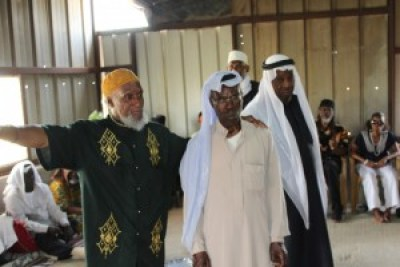 In the guest house of Sheikh Aid of the recognized Bedouin village of Segev Shalom, African Hebrew Israelite Nathaniel (left) introduces Sheikh Aid (right) and the elders of his clan. While most Bedouin now live in solid structures, they retain the knowledge of desert survival. – Photo: David Sheen