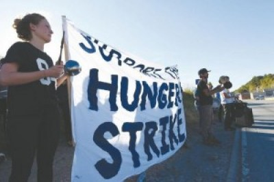 """Supporters of the Menard prisoners' hunger strike stage a """"noise-in"""" outside the prison on Sept. 23, the first day of the strike. – Photo: Marissa Novel, Daily Egyptian"""