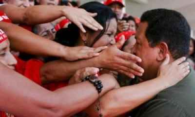 Women reach out to Hugo Chavez, a true man of the people, in this 2009 photo. – Photo: Prensa PSUV, EPA