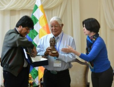 Bolivarian President Evo Morales honors Leonard Peltier as a defender of Indigenous Peoples and Mother Earth, the award accepted by Lenny Foster, Leonard's spiritual advisor and a board member of the International Indian Treaty Council, on Oct. 12.