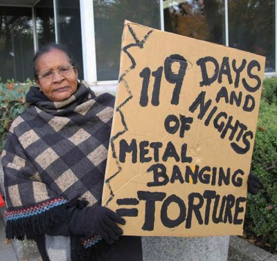 Anita Wills holds a compelling sign. – Photo: Liberated Lens Collective