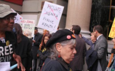 Outside the elegant St. Francisco Hotel during the lunch hour, protesters picketed as big pharma execs pretended not to notice them. – Photo: Anka Karewicz