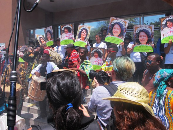 The mobilizations from March continue. This week, the Women's Council of COPINH has taken over the Public Ministry in Tegucigalpa. – Photo: Jeanette Charles