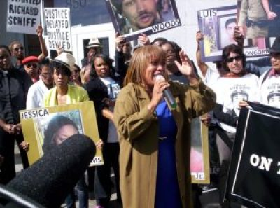 Brave mother Gwen Woods and the Mario Woods Coalition, organized after Mario's execution by a SFPD firing squad last December, have made extraordinary progress by forming an alliance between Blacks and Latinos strong enough to force the resignation of Chief Greg Suhr. – Photo: Adilifu Fundi