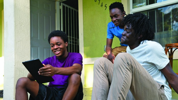 Comcast-digital-divide-Black-youth-using-internet, Expansion of at-home internet access program for low-income people seeks to bridge the digital divide, Local News & Views