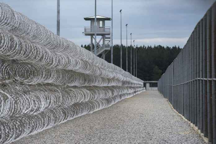 Lee-Correctional-Institution-razor-wire-fence-Bishopville-SC-by-Sean-Rayford-AP, Activists across the world deliver South Carolina prisoners' demands to United Nations, Behind Enemy Lines