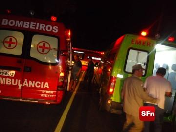 COLISÃO ENTRE CARRO E MOTO FOTO VINNICIUS CREMONEZ 8H