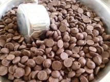 Σοκολάτα σοκολάτα σοκολάτα (όσο υψηλότερη η περιεκτικότητα σε κακάο, τόσο το καλύτερο!)