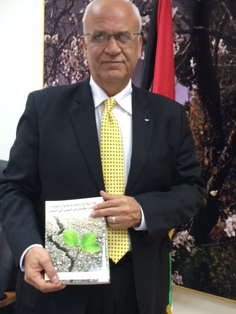 Saeb Erekat holding SFP anthology