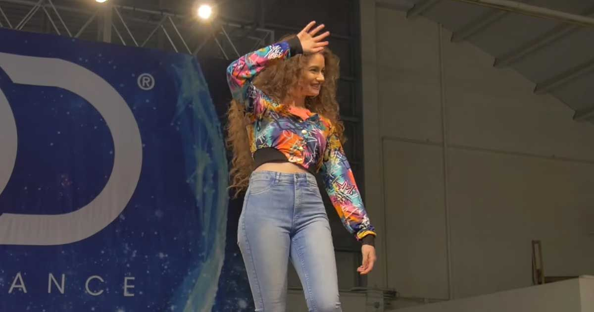 Electro Girl Wallpaper Hd Hip Hop Dance Phenom Dytto Shows Off Precision Tutting