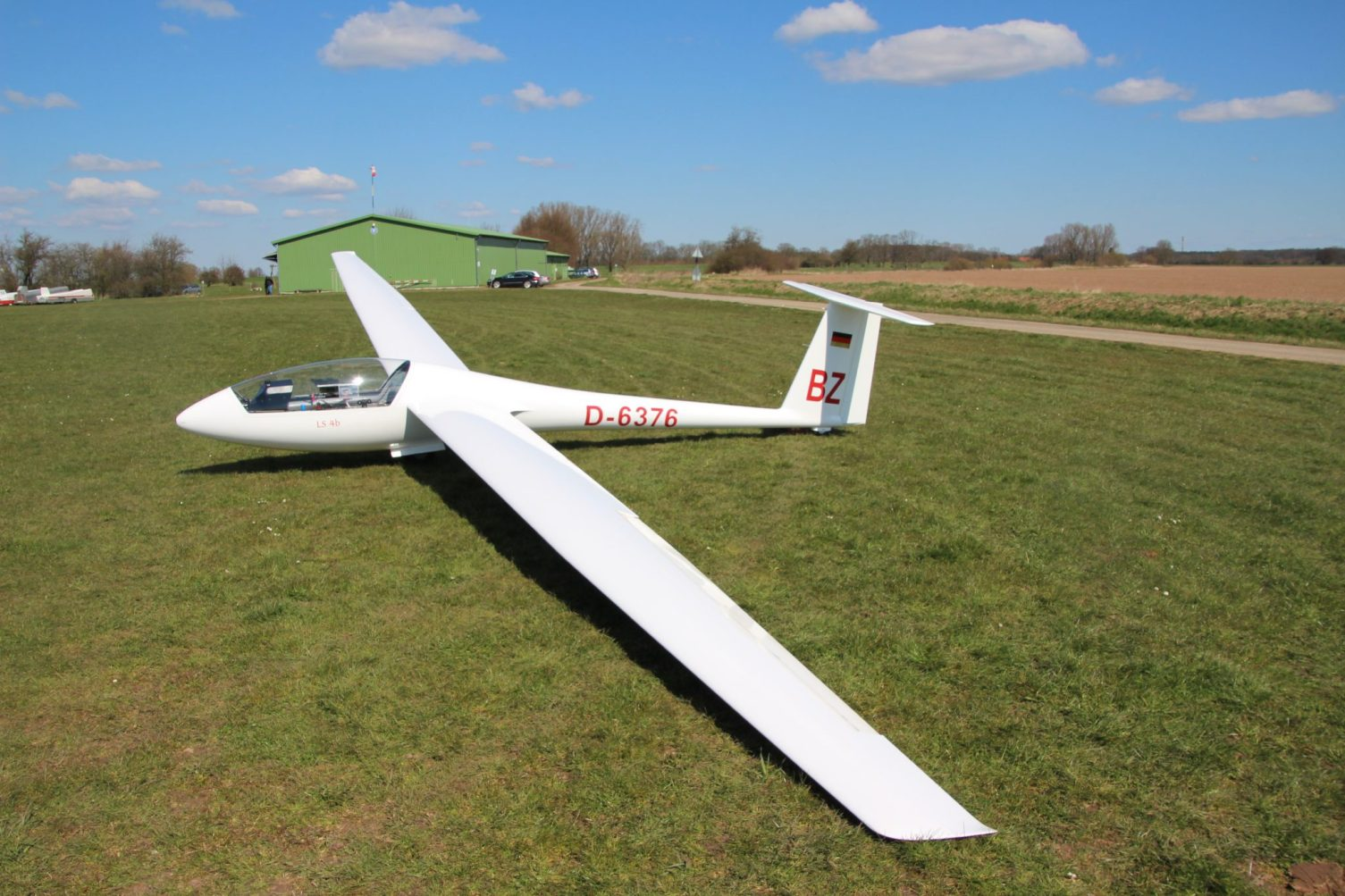 Rolladen Schneider LS4b (D-6376 (BZ))
