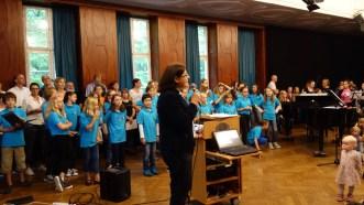 """Schulfest, 25.07.2017: Christiane Dittmann dankt der Schulgemeinschaft für das gelungene Jahresprojekt """"Denk nachhaltig — übernimm Verantwortung!"""""""