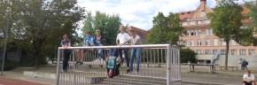 Jede Menge Sport: auf dem Fußballplatz vor dem Schubart-Gymnasium!
