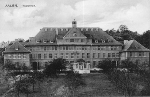 """Ansichtskarte aus dem Jahr 1912 mit dem Text: """"Zur Erinnerung an die Einweihungsfeier am 4. März 1912, überreicht von der Stadtgemeinde Aalen"""""""