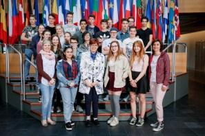 18.04.2018: Europaabgeordnete Dr. Inge Gräßle begrüßt die Klasse 10b mit den Klassenlehrerinnen Renate Esber-Trost und Sonja Sachs im Europaparlament in Strasbourg