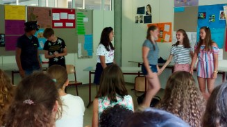 """24.07.2018: Das englische Theater-Projekt spielt unter der Leitung von Claudia Schmid """"Oh, Oscar!"""""""